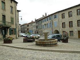 280px-saint-didier-en-velay_grandplace2